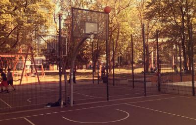 Basketball unter der Zoobrücke