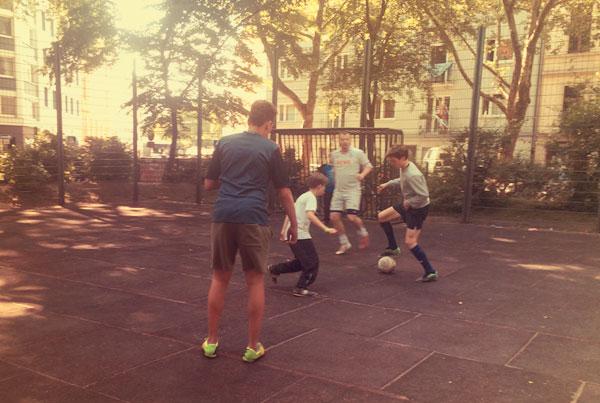 Fussball auf dem Rathenauplatz